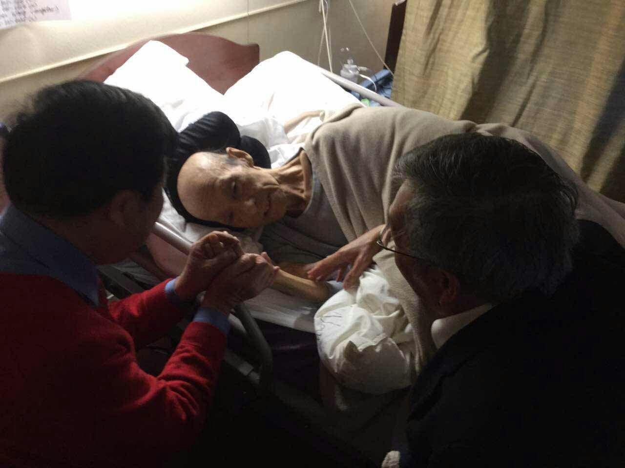 黎牧师和程老师看望王伯伯